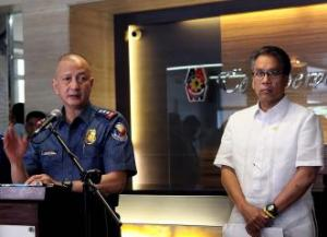PNP officer-in-charge Deputy Director General Leonardo Espina and DILG Secretary Mar Roxas.