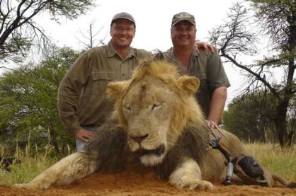 Palmer (L) with friend and latest victim, Cecil.